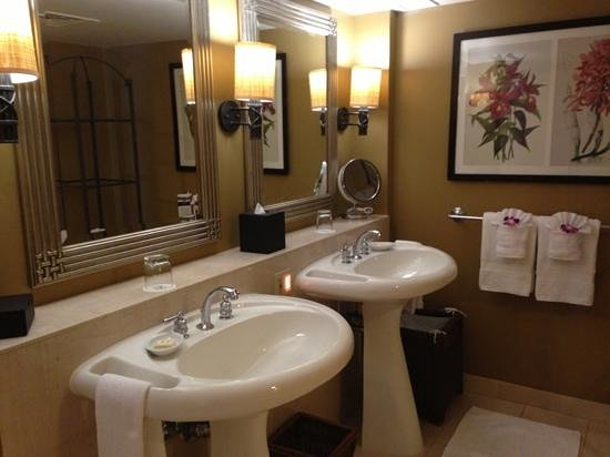 Fairmont Kea Lani, Maui:                   Spacious Bathroom