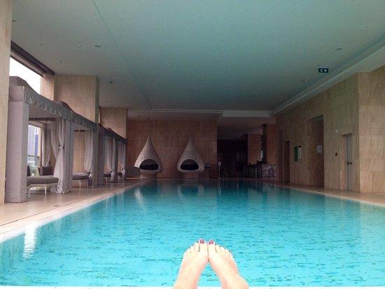 Oriental Residence Bangkok :                   Pool area