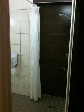 B&B Hotel CLERMONT-FERRAND Sud Aubiere:                                     douche a l'italienne