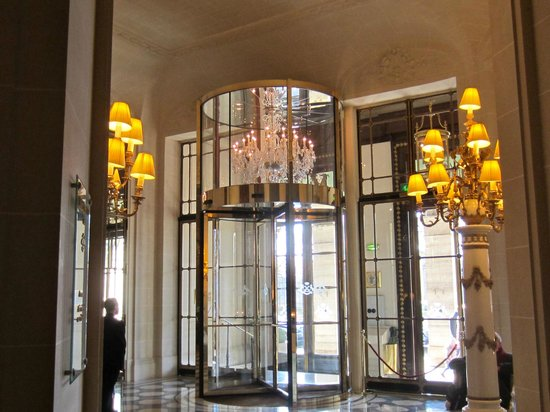 Le Meurice:                   revolving door at entrance