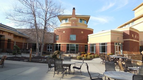 MeadowView Conference Resort & Convention Center:                   patio lounge