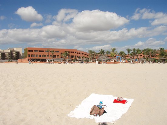 Holiday Inn Resort Los Cabos All-Inclusive:                   the beach in front of Holiday Inn