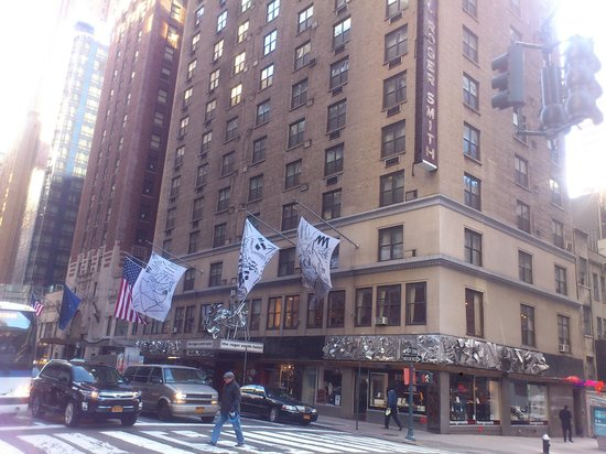 Roger Smith Hotel: outside of Hotel