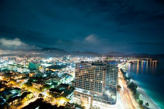 Sheraton Nha Trang Hotel and Spa : View from the rooftop bar