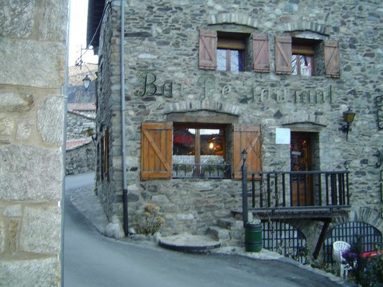 Hotel La Coma:                                                       Tavern in ancient Setcases