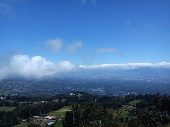 Poas Volcano: Vista del Volcán Poas hacia San José