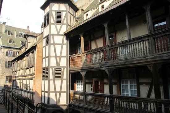 Hotel Cour du Corbeau Strasbourg - MGallery Collection: The historical backyard