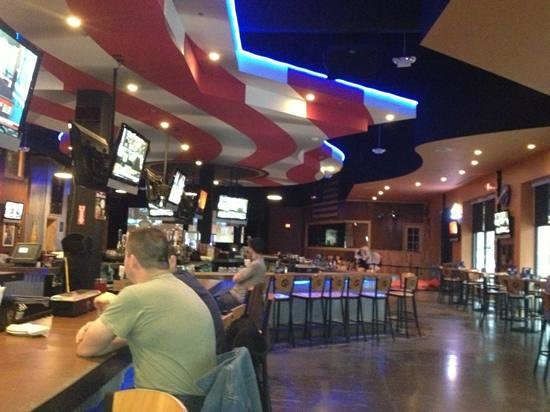 Toby Keith's I Love This Bar & Grill: great potential for hang out when crowded