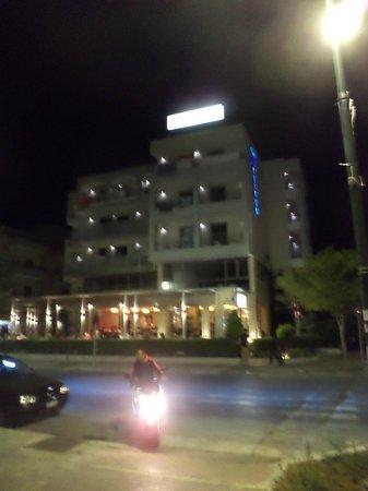 Triton Hotel :                   Hotel , Straatzijde