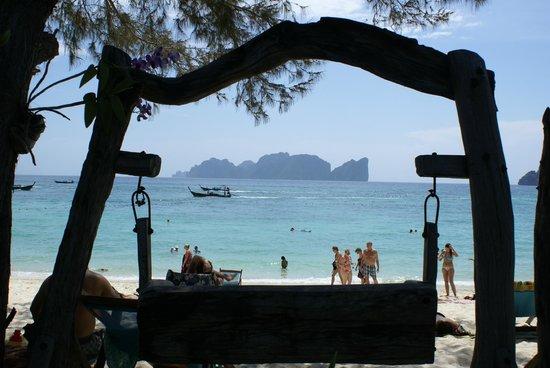 Phi Phi Paradise Pearl Resort:                   Vue sur Phi Phi Ley
