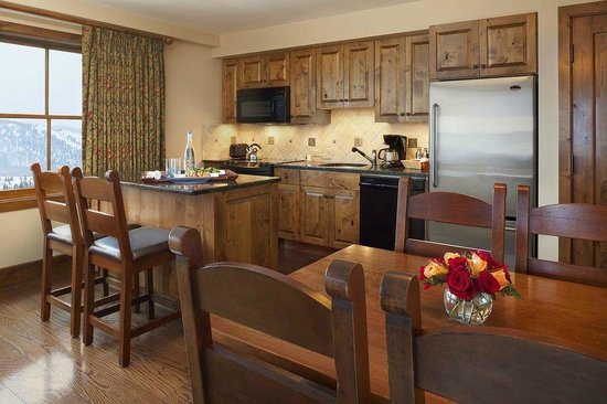 Teton Mountain Lodge & Spa - A Noble House Resort: One-Bedroom Suite Kitchen