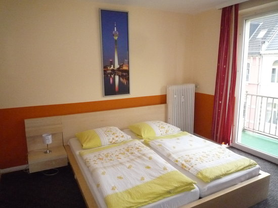 Gaestehaus Grupello: Doppelzimmer mit Gemeinschaftsbad + Balkon