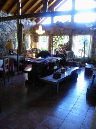 Hosteria Brisas del Cerro:                   En el living despues de desayunar