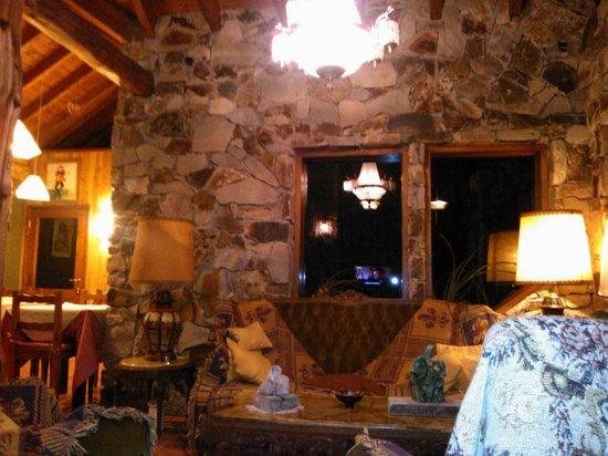Hosteria Brisas del Cerro:                   A la noche antes de ver una película en el living