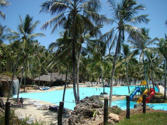 Emrald Flamingo Beach Resort & Spa:                   pool