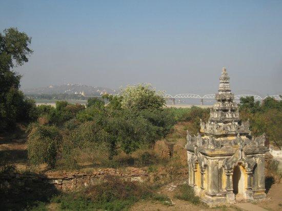 Inwa Bridge: Bridge in the distance
