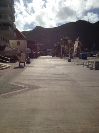 Holland House Beach Hotel:                                     Boardwalk when cruise ship is NOT in port