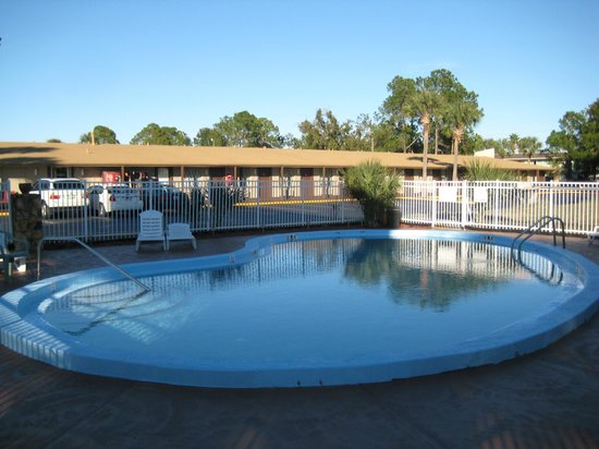 Knights Inn Maingate Kissimmee/Orlando : Pool view