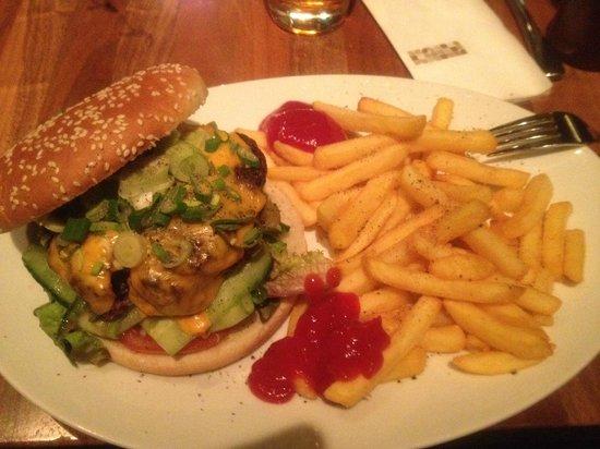 Die Halle CafeRestaurant der Kunsthalle Wien: The Cheeseburger
