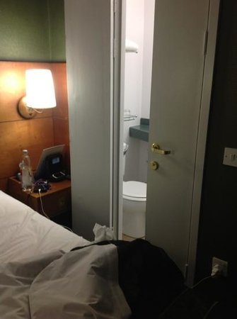 Club Quarters Hotel, Gracechurch :                   Silly bathroom doors too close to bed.