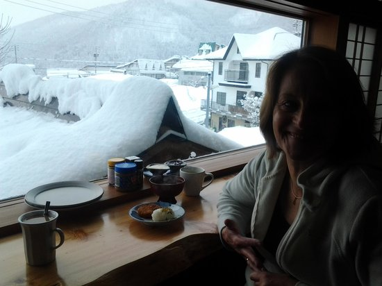 Alpine Villa Nozawa:                   Breakfast and morning snow review