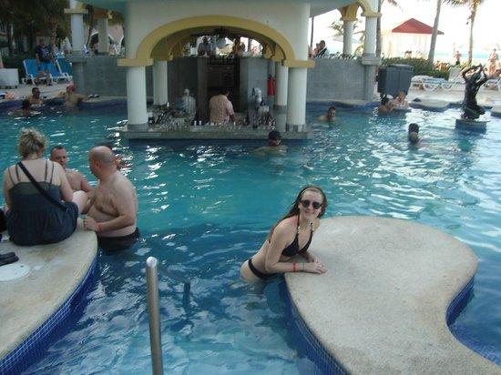 Hotel Riu Cancun:                   pileta!