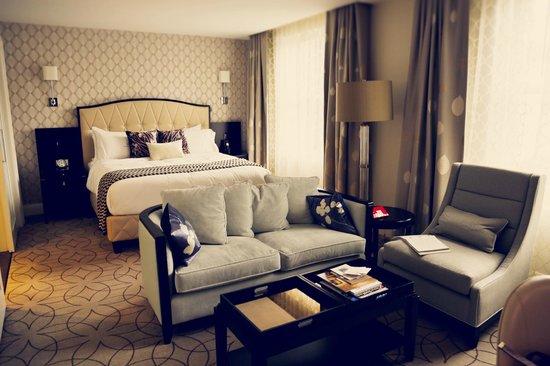 Rosewood Hotel Georgia:                   Deluxe Room
