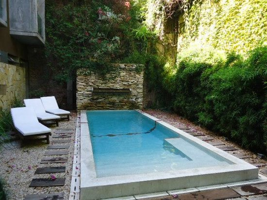 Mine Hotel Boutique:                   Small court yard pool