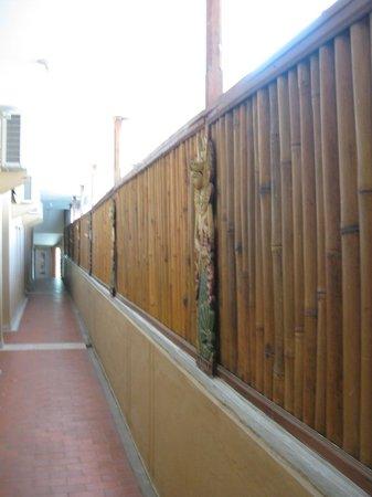 Ida Hotel:                   hall des chambres