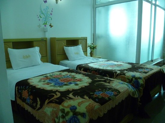 ONS Motel & Guest House :                   Spacious, well-lit bedroom