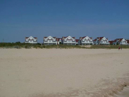 Blue Harbor Resort: looking back at villas from beach