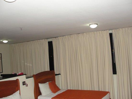 Hotel Los Leones:                   Ventana