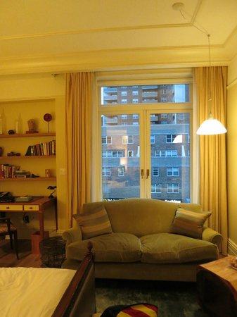 Greenwich Hotel: sofa