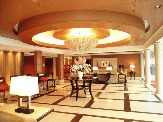 โรงแรม นิว มิยาโกะ เกียวโต:                   アクアクリスタル前 夜はイルミネーションが素敵ですが・・9時で消灯されてしまい・・・撮影できませんでした