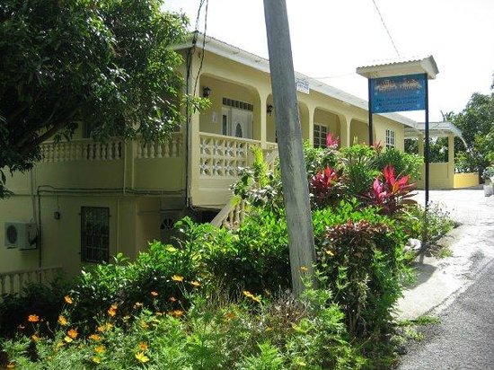 Heaven's Best Guest House & Restaurant: Front of Guest House
