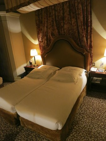 Hotel Odeon Saint-Germain: Double Bed in a Triple Room