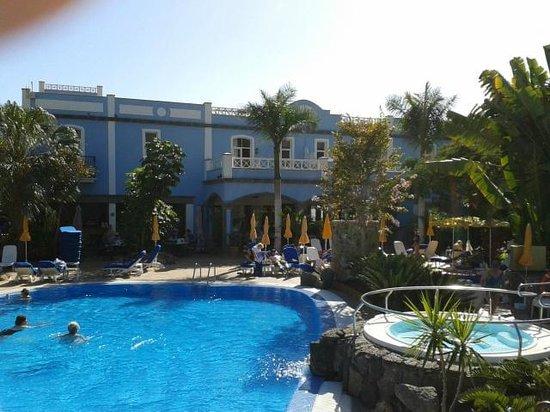 Cordial Mogan Playa:                   vue de la terrasse de notre chambre avec vue sur la piscine