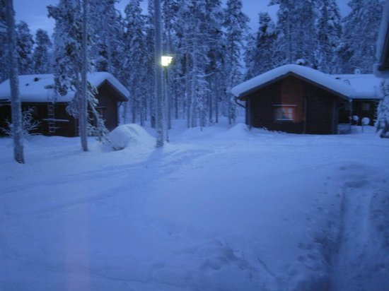 Hotel Jeris: cabin at dusk