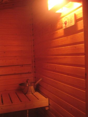Hotel Jeris: interior of private sauna in each cabin