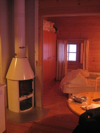 Hotel Jeris: fireplace in cabin 16