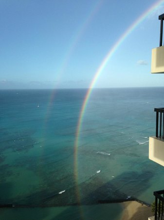 Aston Waikiki Beach Tower: Spectacular Views including double rainbows!
