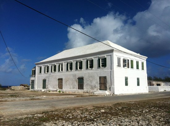 The white house built around 1825 foto di salt cay for Aggiunte di saltbox house