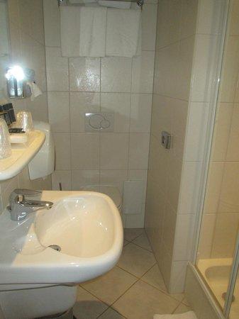 Hotel de Lindeboom : No place to hang towels