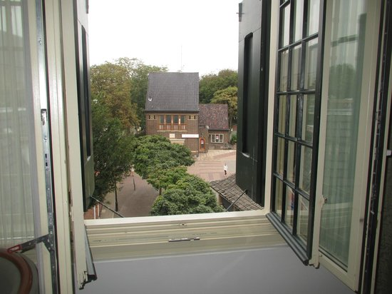 Hotel de Lindeboom : Window has gorgeous outlook but be careful with young kids