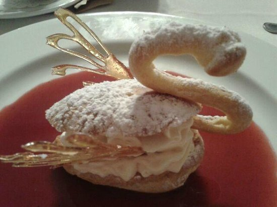 1844 House:                   Cream Puff Swan