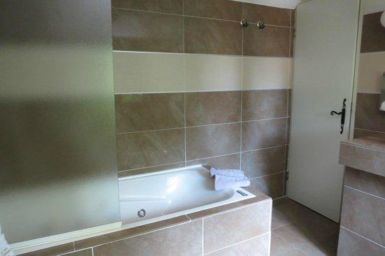Le Mas d'Entremont : bath area