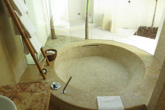 منتجع Rosewood Mayakoba: tub