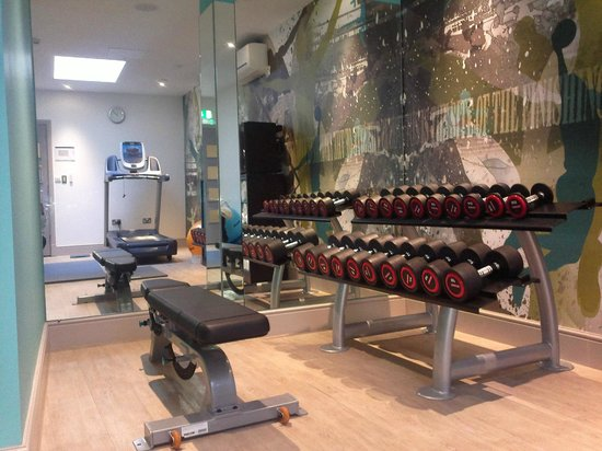 Hotel Indigo London Kensington:                   24hr gym - has  3 cardio machines, free weights