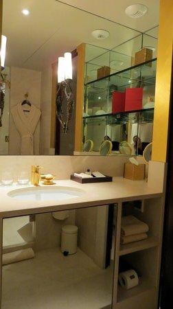 Park Hyatt Paris - Vendome:                   Vanity
