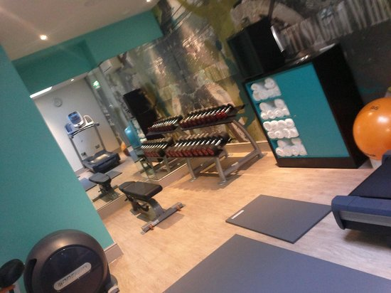 Hotel Indigo London Kensington:                   24hr gym- has stabilizer ball, complimentary cold bottled water